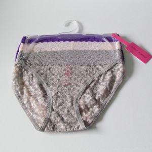 Betsey Johnson 3 Pk Lacey Bikini Panties